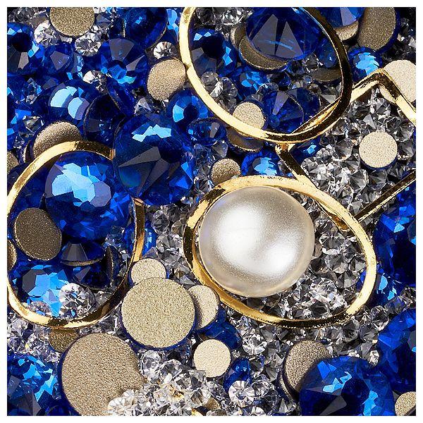 Decor unghii caviar, cristale si forme metalice #08